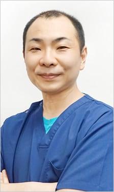 新明 康宏 医師